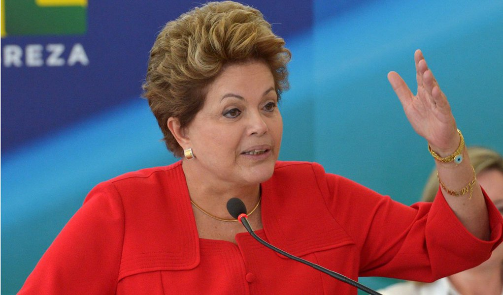 O projeto de lei que altera o indexador das dívidas de estados e municípios com a União foi sancionado pela presidente Dilma Rousseff (PT), mas com vetos a dois artigos; o estado de Alagoas é beneficiado diretamente porque o projeto alivia a situação fiscal de governos estaduais e municipais ao reduzir os juros das dívidas contraídas com a União