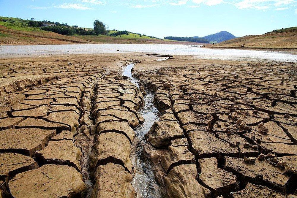 Moradores abastecidos pelas bacias dos rios Piracicaba, Capivari e Jundiaí terão de seguir novas regras que envolvem a suspensão nas retiradas de água em períodos de escassez. As restrições vão atingir as atividades na indústria, no campo, no caso das irrigações, além do consumo em moradias e estabelecimentos comerciais