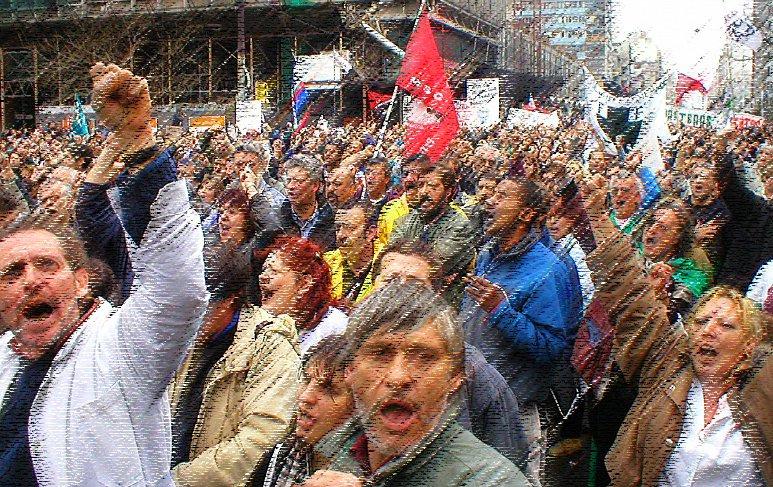 Aproveitando-se da intencionalmente construída crise política atual, com as suas repercussões econômicas, o que se coloca na berlinda são as possibilidades reais de maior emancipação futura da classe trabalhadora brasileira