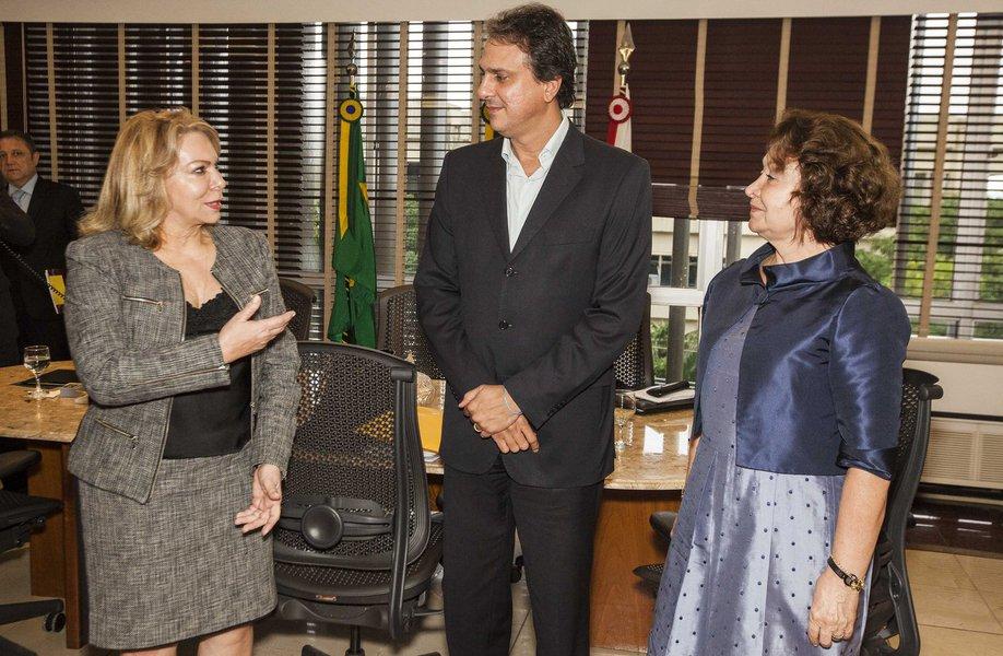 O governador Camilo Santana passa o dia hoje, em Brasília, participando de reuniões com todos os governadores do Nordeste. À tarde, os governadores se reúnem com a presidente Dilma Rousseff para apresentar demandas dos estados da região.