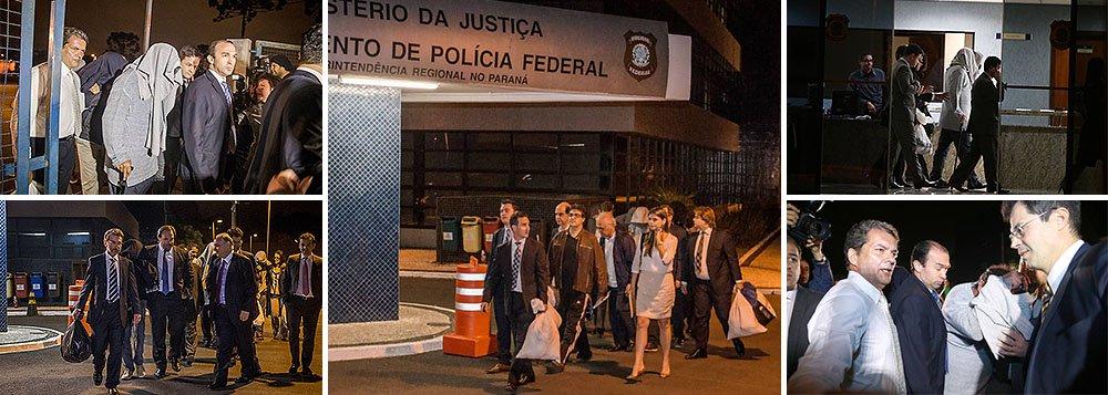 Pelo menos seis presos na Operação Lava Jato, da Polícia Federal, deixaram a carceragem daSuperintendência da Policia Federal, em Curitiba, no fim da noite, após decisão da Justiça Federal que concedeu liberdade a 11 dos investigados na sétima fase da Operação Lava Jato; eles deixaram o local os rostos cobertos e seguiram nos carros de seus advogados