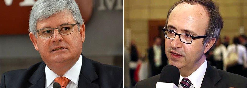 """Expoente neocon de Veja, o blogueiro Reinaldo Azevedo está inconsolável; tudo porque o procurador geral da República, Rodrigo Janot, não pediu ao Supremo Tribunal Federal para investigar a presidente Dilma Rousseff, nem contra o senador Aécio Neves (PSDB); """"Não confundam Rodrigo Janot com um engavetador-geral. Eu preferiria, para ser justo, o epíteto de Absolvedor-Específico. Ou, quem sabe, de pizzaiolo-geral da República"""", afirma; ele também reclama do """"papel de coadjuvante"""" dado ao ex-presidente da Petrobras José Sérgio Gabrielli e disse que já tinha alertado sobre a conduta de Janot: """"Sim, eu senti antes o cheiro sofisticado que vinha do forno de doutor Janot"""""""