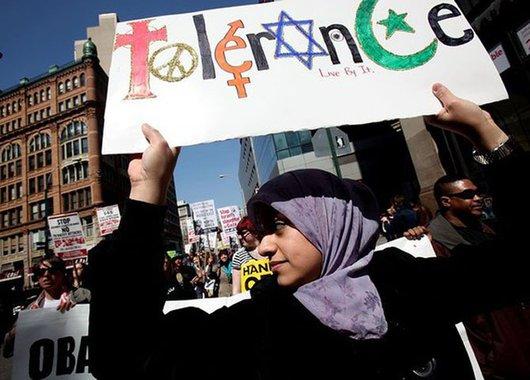 A islamofobia não é o iceberg inteiro, mas apenas uma de suas pontas. Não é o ódio aos muçulmanos que está engolfando a Europa.  É o horror, o desprezo e a repulsa a todos os que não são naturais do velho continente