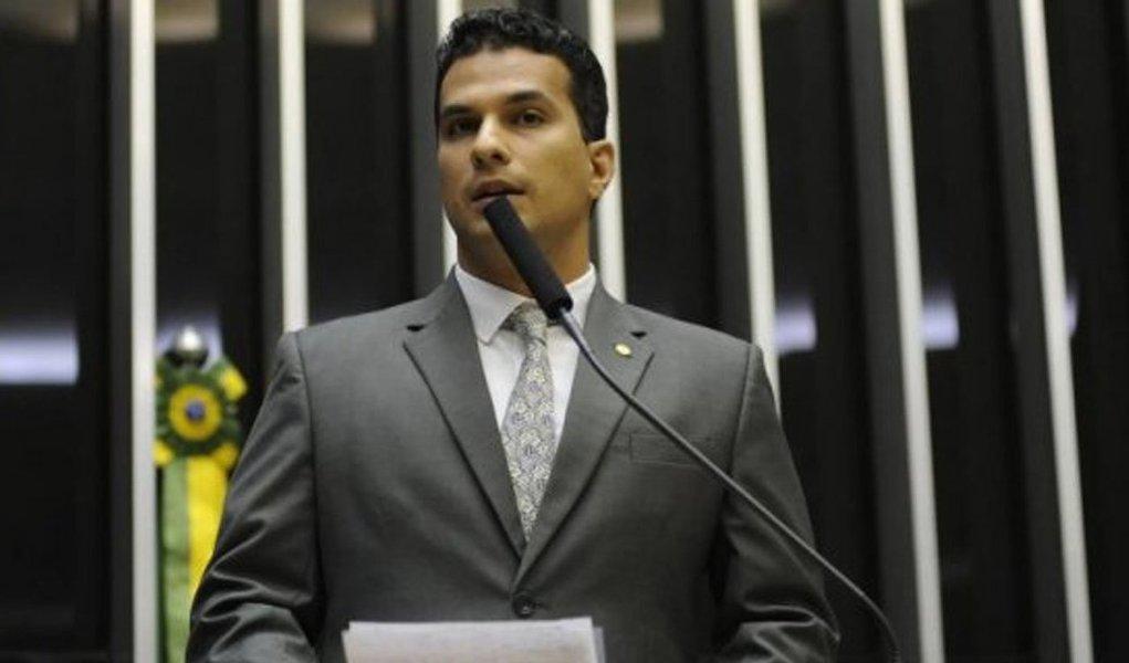 Durante posse dos membros das Comissões Provisórias do PSD de municípios do interior do estado, nessa segunda-feira, 13, o presidente regional do PSD, deputado Irajá Abreu, falou sobre o recolhimento das assinaturas de apoio para a recriação do Partido Liberal (PL); segundo a assessoria do PSD, em menos de 60 dias foram recolhidas no Tocantins 15.616 assinaturas, sendo o Estado que proporcionalmente mais arrecadou assinaturas no Brasil; articuladores do PL entraram com pedido de criação no TSE no dia 23 de março; no pedido, os aliados do ministro Gilberto Kassab (PSD), apontado como líder da recriação do PL, dizem já ter as quase 500 mil assinaturas de apoio necessárias para que o partido seja criado