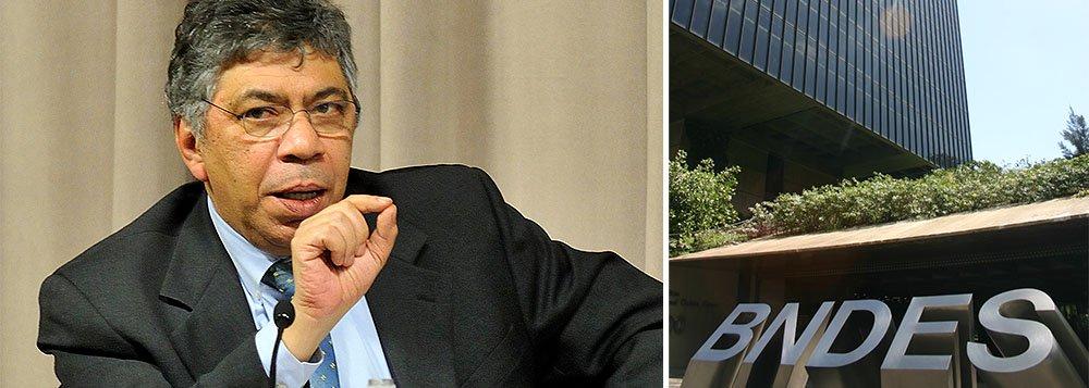 Segundo a jornalista Sonia Racy, o economista Otaviano Canuto, do Banco Mundial, estaria cotado para substituir Luciano Coutinho no comando do BNDES; anúncio dos presidentes dos bancos públicos, que estava previsto para esta quinta-feira, deve ser adiado