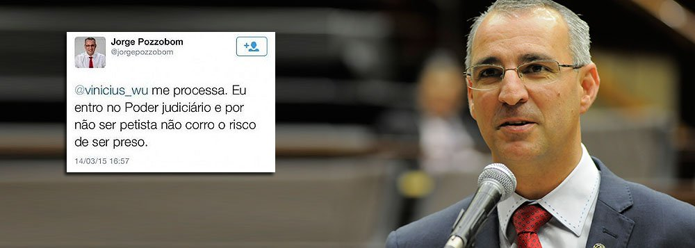"""Em um """"bate-boca"""" com militantes petistas, o deputado estadual Jorge Pozzobom (PSDB-RS)afirmou, via Twitter, que """"alguém que não seja ameaçado de morte ou morto como o Celso Daniel possa trazer por delação a mega lista do PT"""", em referência a petistas envolvidos nas investigações da Operação Lava Jato; após essa declaração, o parlamentar foi advertido de que calúnia é crime, e respondeu: """"Me processa. Eu entro no Poder judiciário e por não ser petista não corro o risco de ser preso"""""""