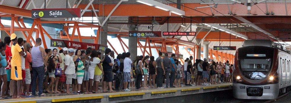 A CCR Metrô Bahia fechou o mês de março com novo recorde de passageiros; apenas ontem (31), foram 31.258 passageiros, entre às 8h e 18h, no trecho Lapa-Retiro;atualmente a média diária de passageiros em dias úteis é de 28,7 mil; comparada à média diária de fevereiro, a atual é aproximadamente 10% maior; desde o início da operação assistida, em 11 de junho de 2014, foram transportados 4,2 milhões de passageiros