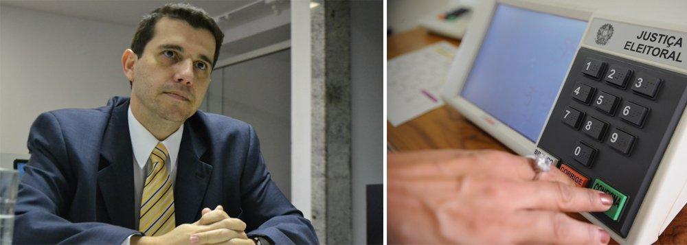 """A Procuradoria Regional Eleitoral na Bahia (PRE-BA) instaurou procedimento administrativo para investigar servidores públicos que foram candidatos nas eleições de 2014 apenas para conseguir licença para atividade política, sem efetivamente participarem do processo eleitoral; """"O gozo de licença remunerada sem o correspondente desempenho da atividade política configura hipótese de enriquecimento ilícito e afronta ao princípio da moralidade e aos deveres de honestidade e lealdade à Administração Pública"""", explica o procurador Regional Eleitoral Ruy Mello, responsável pela instauração do procedimento"""