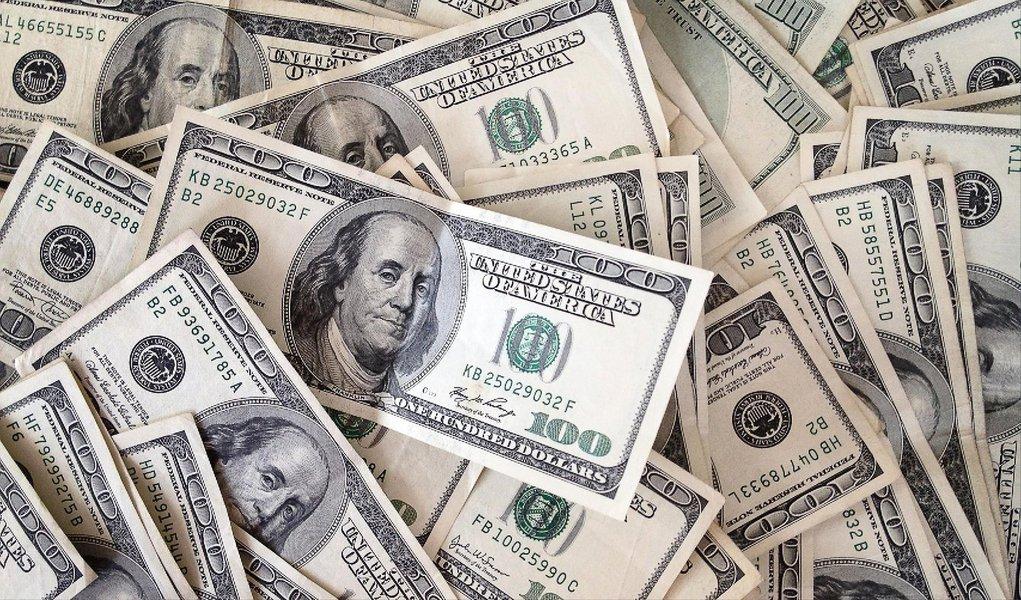 A moeda norte-americana fechou em alta de 2,31% nesta segunda-feira 11, a R$ 3,0525 na venda; segundo dados da BM&FBovespa, o giro financeiro ficou em torno de 947 milhões de dólares