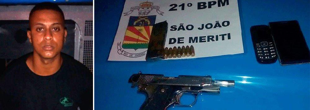 A Polícia Militar do Rio prendeu um dos bandidos mais procurados no estado, Vítor Diego Machado Gesteira, de 25 anos, conhecido como PQD; de acordo com a PM, o criminoso participou do resgate do traficante Johnny Luís da Silva, retirado do hospital Estadual Azevedo Lima, em Niterói, na região metropolitana; para resgatar o criminoso, no começo deste mês, o grupo de bandidos trancou funcionários e pacientes no CTI;a polícia oferecia uma recompensa de R$ 20 mil por informações que levassem à prisão de Machado