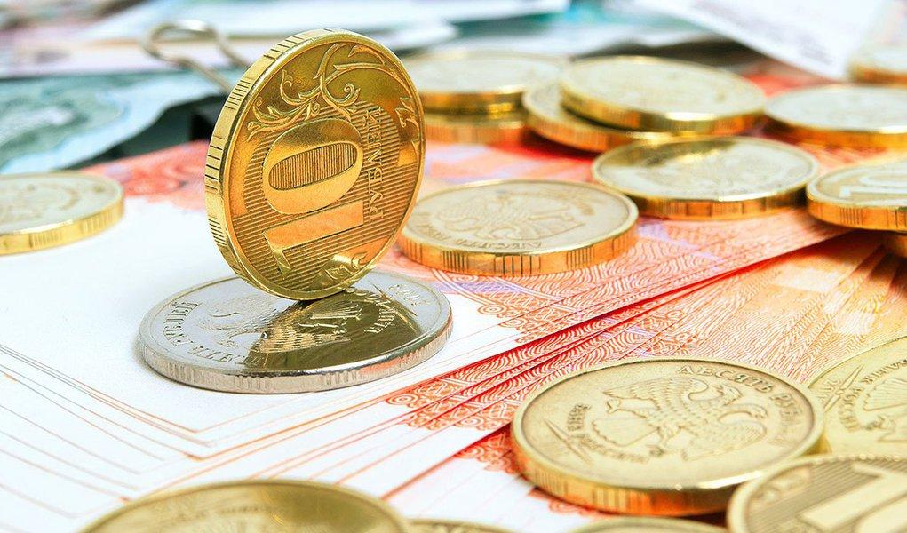 Autoridade russa tenta segurar a desvalorização do rublo, mas efeito pode ser sentido em outros mercados emergentes, como o Brasil, onde o dólar pode ter forte alta ante o real