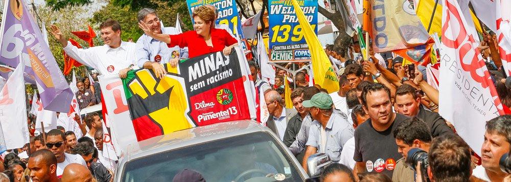 Presidente Dilma Rousseff (PT) é a preferida do povo mineiro para vencer as eleições de outubro deste ano, segundo levantamento do Instituto Datafolha; petista possui 35% das intenções de voto, contra 27% de Marina Silva, do PSB, e 22% do presidenciável Aécio Neves (PSDB), ex-governador de Minas