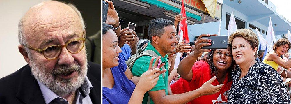 """""""De duas uma: a imprensa já não está com essa bola toda, e a população encontrou outras formas para se informar fora da grande mídia, ou Dilma é mesmo um fenômeno de resiliência que ainda não foi explicado pelos livros dos nossos sábios cientistas políticos"""", palpita o jornalista Ricardo Kotscho; aprovação do governo subiu de 38% para 40% de setembro para dezembro"""