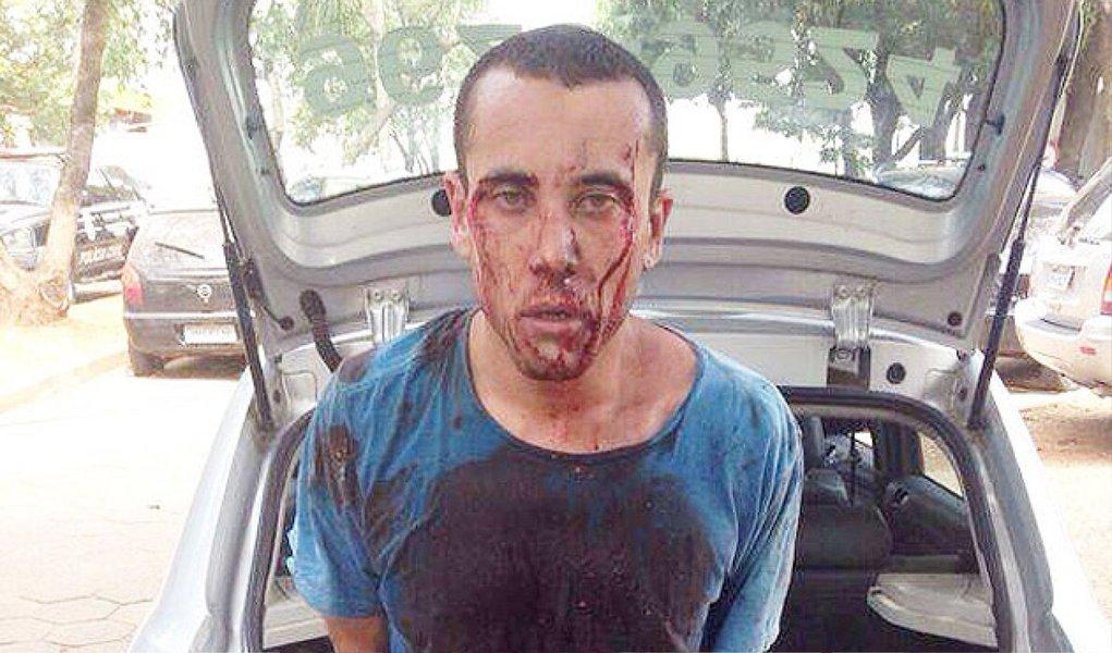 Carlos Eduardo Sundfeld Nunes, 28, o Cadu, assassino confesso do cartunista Glauco Vilas Boas e do filho dele, Raoni Vilas Boas, em 2010, foi preso nesta segunda-feira, 1º, em Goiânia; Cadu é suspeito de envolvimento em um latrocínio e uma tentativa de latrocínio; ele tentou resistir à prisão, avançou com um carro, bateu em muro e continou a fuga à pé, até que foi preso pela polícia; desde 2013 fora da clínica psiquiátrica onde se tratava de esquizofrenia, Cadu foi preso dirigindo um carro roubado