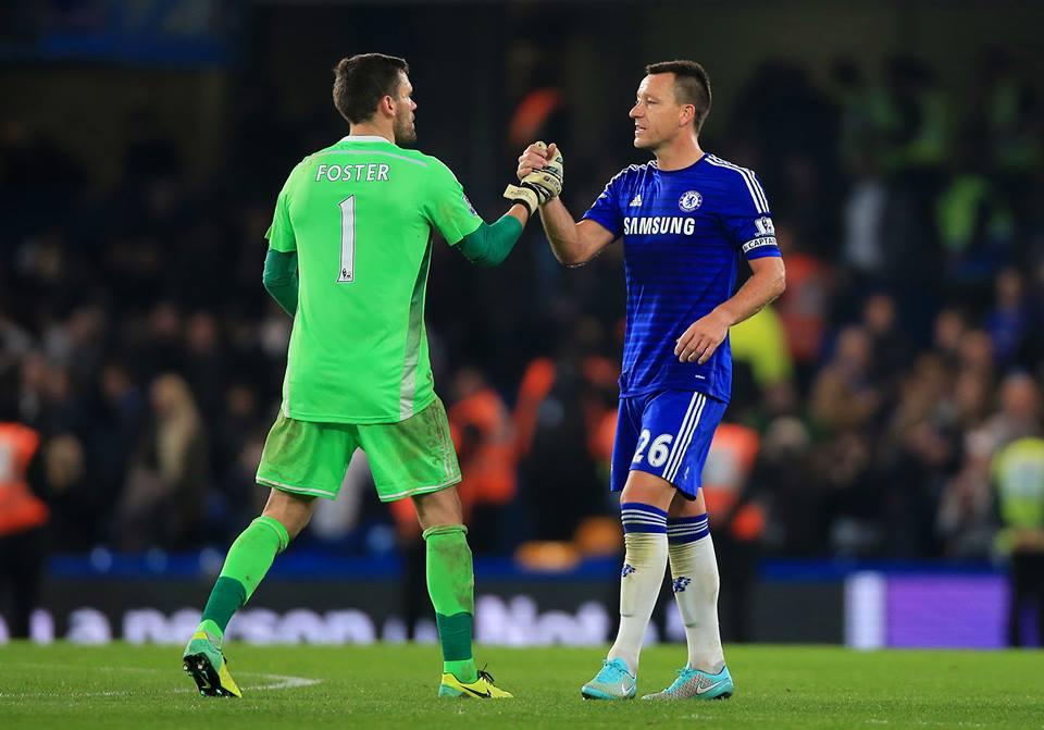 Os gols de Diego Costa, que marcou 11 vezes em dez jogos na competição, e Eden Hazard, deixaram o Chelsea no controle da partida antes mesmo de o defensor do West Brom Claudio Yacob receber o cartão vermelho, aos 28 minutos de jogo, por uma falta perigosa em Costa.