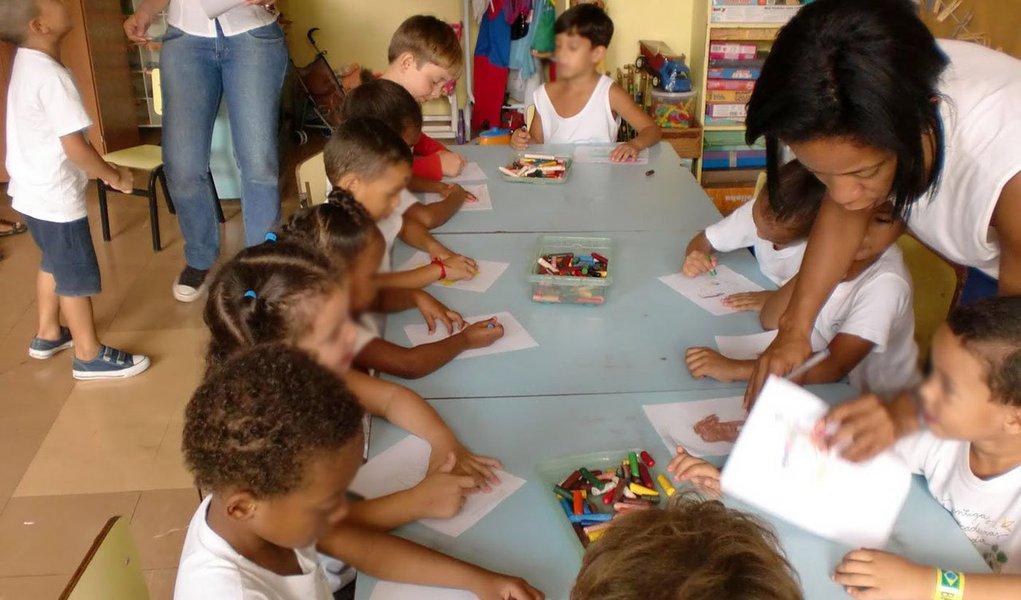 Atendimento é realizado das 7h até as 17h em 28 creches inauguradas pelo GDF, sendo sete do modelo Centro de Educação Infantil (CEI) e outras 21 no modelo Centro de Educação da Primeira Infância (Cepi). Cada unidade custou, em média, R$ 2,5 milhões, e tem capacidade para receber cerca de 112 crianças. Meta é chegar a 112 creches e atender mais de 12 mil crianças