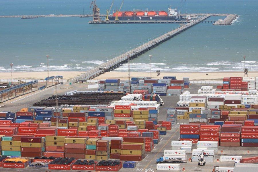 Este ano, 1.6 milhão de toneladas foram movimentadas, contra um milhão em janeiro e fevereiro de 2014. As importações contribuíram com 1.4 milhão de toneladas, enquanto as exportações tiveram participação de 198 mil