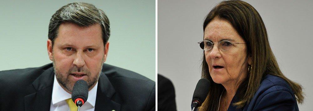 Líderes da oposição discutirão o documento,que está sendo elaborado pelo deputado Carlos Sampaio (PSDB-SP), na noite desta segunda-feira 15; ao contrário do que foi apresentado pelo relator da CPMI, deputado Marco Maia (PT-RS), os oposicionistas querem citar os nomes de políticos envolvidos no esquema de corrupção que envolve, além de agentes públicos, empreiteiras e a própria estatal; ao menos oito devem ser indiciados; parlamentares questionam a atuação da presidente da Petrobras diante dos atos de corrupção
