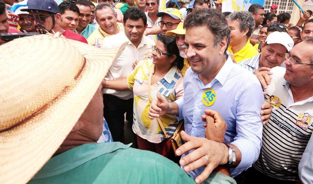 """Presidenciável tucano, que cumpre agenda no Pará nesta segunda-feira 8, classificou como """"absolutamente graves"""" as denúncias feitas pelo ex-diretor da Petrobras Paulo Roberto Costa e defendeu investigações """"aprofundadas"""" e """"punição exemplar daqueles que permitiram que isso ocorresse""""; segundo ele,""""é preciso que haja por parte da presidente da República uma posição mais clara em relação a tudo isso"""""""