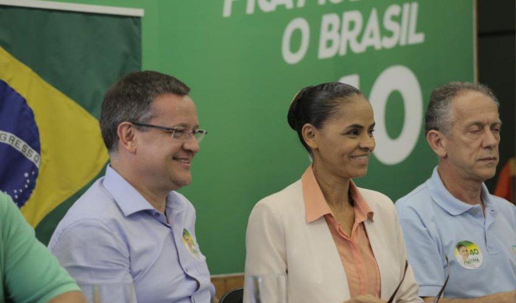"""Candidata do PSB, Marina Silva, classificou, neste domingo (7) como """"leviandade"""" e """"uso político"""" a citação do nome de Eduardo Campos no escândalo de suposto pagamento de propina da Petrobras a agentes políticos; """"Queremos as investigações; o que não queremos é que prevaleça essa estratégia leviana de, antes que se tenham as apurações, já se faça essa associação --inclusive esquecendo a grande quantidade de envolvidos que estão aí, muito vivos e muito aptos a continuar destruindo e dilapidando o patrimônio público"""", afirmou ela"""
