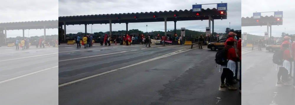 Cinco estradas foram obstruídas em diferentes regiões de Minas Gerais; os manifestantes, do Movimento Sem Terra (MST) pedem a presença da imprensa e do Incra no local; na BR-381 já são cinco quilômetros de congestionamento nas duas mãos da estrada, de acordo com a concessionária da via