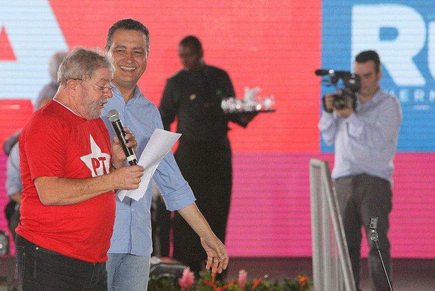 Desde o início da campanha, Lula e o PT têm falado da importância da Bahia, estado chave para a campanha de reeleição da presidente Dilma Rousseff, com o terceiro maior colégio eleitoral do País e responsável pela maior votação do ex-presidente (em suas duas eleições) e de Dilma; os petistas têm consciência, contudo, de que é árdua a missão de alavancar Rui Costa, candidato desconhecido do eleitorado, com 15% da preferência dos baianos, contra 44% de Paulo Souto, do DEM, segundo as últimas pesquisas