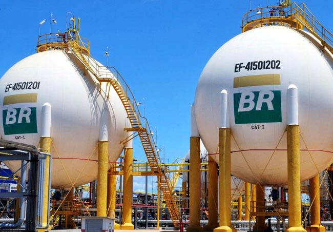Privatizar esse patrimônio essencial que é o petróleo pode ser desastroso não só para a soberania e autossuficiência do país, mas sobretudo para os mais pobres e excluídos