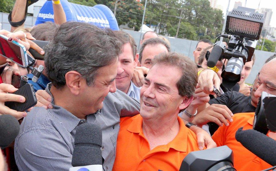 Deputado Paulo Pereira da Silva (SD-SP), o Paulinho da Força, deve ser julgado hoje pelo Supremo Tribunal Federal (STF) por falsificação de documento particular, falsidade ideológica e estelionato; caso envolve a compra de uma fazenda com recursos públicos, que teria sido superfaturada em R$ 1 milhão; um dos principais aliados do senador Aécio Neves (PSDB-MG) na oposição, Paulinho prometeu recolher 1 milhão de assinaturas pelo impeachment da presidente Dilma Rousseff antes do Primeiro de Maio