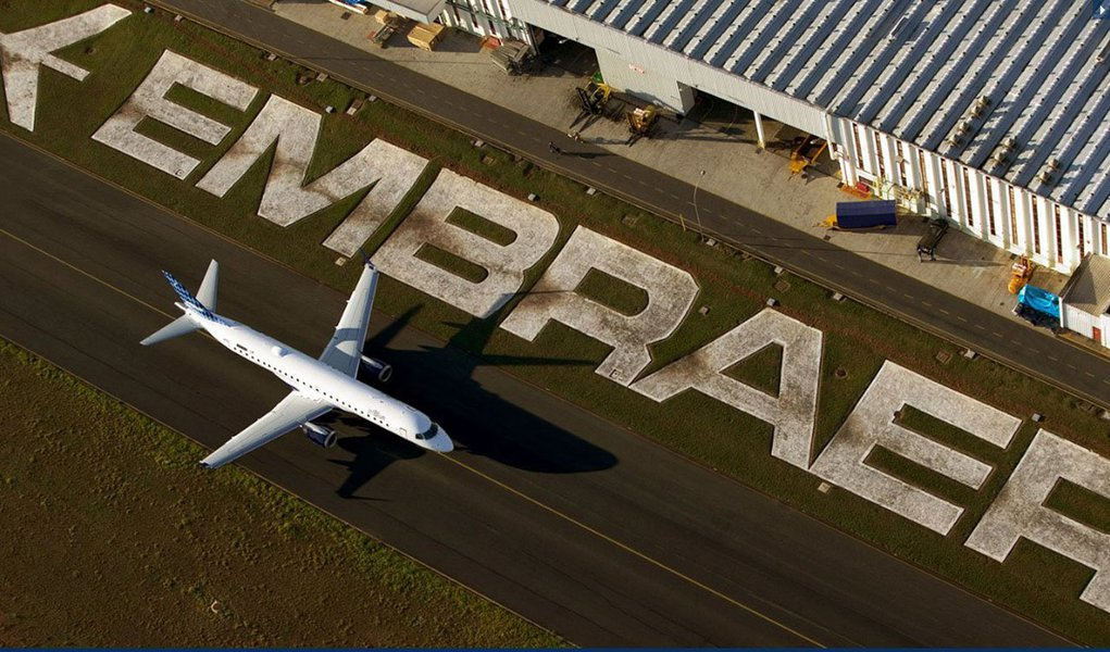 Pedido Grupo Air France-KLM tem valor estimado de US$ 764 milhões com base em preços de lista, segundo comunicado da fabricante de aeronaves; o contrato, que inclui opções para 17 E-Jets adicionais, pode chegar a US$ 1,5 bilhão se todas as opções forem exercidas