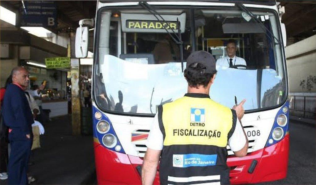 Fiscais do Departamento de Transportes Rodoviários do Rio de Janeiro (Detro) fizeram uma megaoperação nos principais terminais rodoviários do estado com foco na verificação das condições da frota regular dos ônibus intermunicipais, a fim de checar as condições de tráfego dos veículos; como resultado da ação, 44 ônibus recolhidos e mais de 100 infrações aplicadas