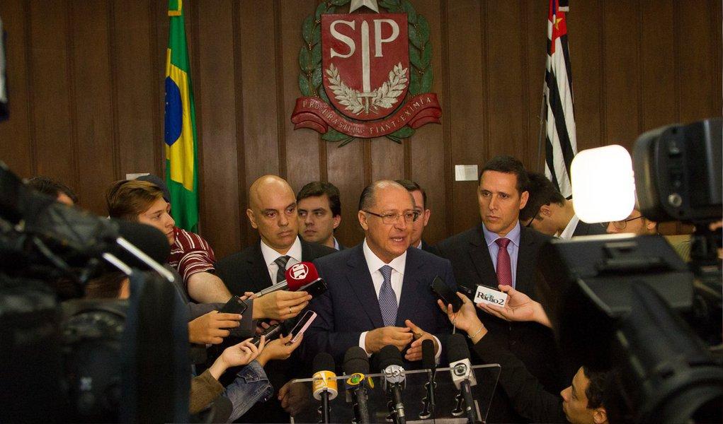 """O governador de São Paulo, Geraldo Alckmin, afirmou que as obras prioritárias para garantir o abastecimento de água da região metropolitana da capital estão garantidas; """"Nenhuma obra importante vai ser afetada. A Sabesp tem uma grande capacidade de investimento. E as obras prioritárias serão mantidas com recursos próprios da Sabesp e com os financiamentos que já estão estabelecidos"""", disse"""
