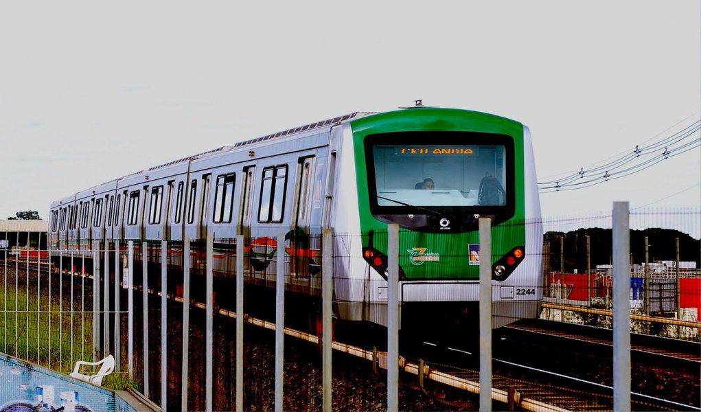 A Companhia do Metropolitano do Distrito Federal (Metrô-DF) lançou edital para contratar a empresa que elaborará o Plano de Desenvolvimento do Transporte Público sobre Trilhos e a Pesquisa de Mobilidade Urbana; o contrato será no valor de R$ 5,5 milhões; com o plano de desenvolvimento, o Metrô-DF fará um planejamento, a médio e a longo prazos, do sistema de transporte público sobre trilhos da capital; a intenção é seguir um modelo de desenvolvimento sustentável, idealizado para um futuro de 20 anos