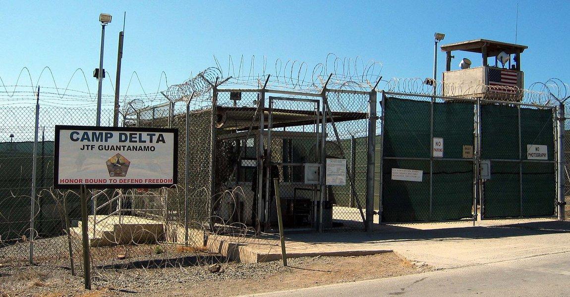 Um detento saudita preso há 12 anos na prisão americana de Guantânamo, em Cuba, suspeito de ter lutado no Afeganistão para a Al Qaeda, foi transferido para a Arábia Saudita, informou neste sábado o Departamento de Defesa dos Estados Unidos;Muhammad Murdi Issa al-Zahrani foi liberado para transferência por conselho de revisão, que afirmou que havia levado em consideração o fato de as informações referentes à ligação do prisioneiro com a Al Qaeda não terem sido corroboradas e por ele ter expressado arrependimento