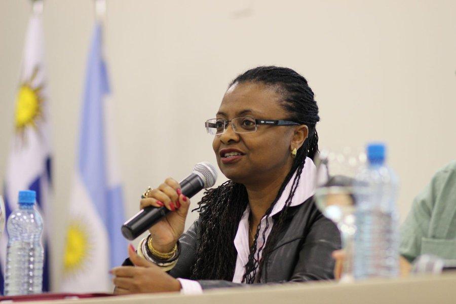 Mineira de Belo Horizonte, a nova ministra da Secretaria de Política de Promoção da Igualdade Racial, Nilma Lino Gomes, é pedagoga, graduada pela Universidade Federal de Minas Gerais (UFMG) em 1988; em abril de 2013, tornou-se a primeira mulher negra do Brasil a comandar uma universidade federal, ao ser nomeada reitora da Universidade da Integração Internacional da Lusofonia Afro-brasileira (Unilab)