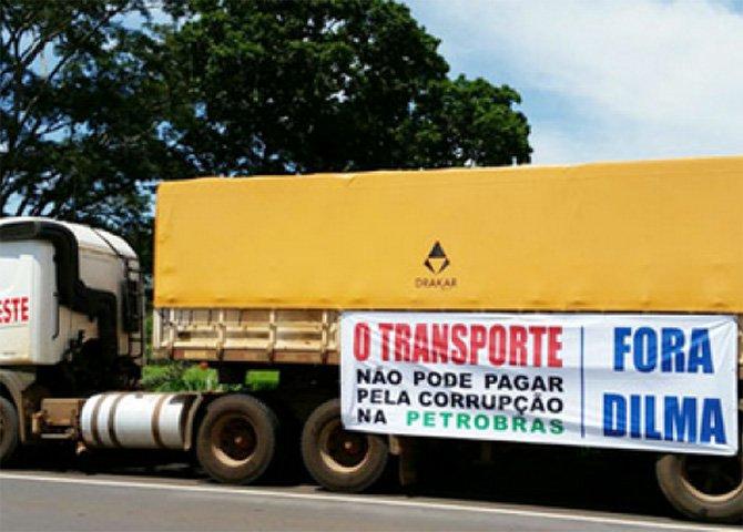 """Como reagir ao provável cenário de caos desta segunda-feira, em que um setor do movimento dos caminhoneiros promete invadir Brasília pelo """"Fora Dilma""""?"""