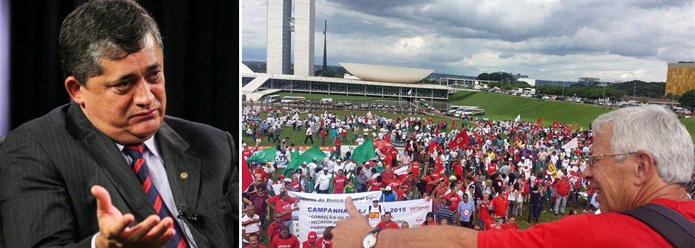 O PL de autoria do deputado Sandro Mabel (PMDB-GO) provoca revolta entre trabalhadores, centrais sindicais e deputados da bancada progressista. A matéria está tramitando na Câmara dos Deputados e deve ser votada hoje