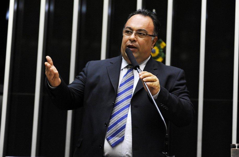 """Sob guarda da Justiça, a casa onde morava o ex-deputado André Vargas (ex-PT-PR) foi comprada com """"recursos criminosos"""" de lavagem de dinheiro, de acordo com investigações da Operação Lava Jato; o imóvel fica num condomínio fechado em Londrina (PR) e foi comprado em 2011 por R$ 980 mil; do valor total, Vargas pagou R$ 363 mil em espécie; """"Trata-se de expediente usualmente utilizado para evitar rastreamento de dinheiro sem origem lícita"""", disse o juiz Sergio Moro"""