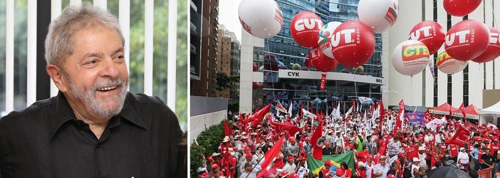 Manifestação é promovida pela CUT, CTB, MST, UNE e outros movimentos sociais e tem como objetivo preparar e convocar dois grandes atos que acontecerão nos dias 7 de abril e 1º de maio, em várias cidades do País