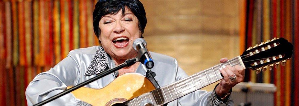 Ela é reconhecida como a mais importante expressão artística da música caipira no país; Inezita estava internada desde o dia 19 de fevereiro; a artista deixa uma filha, Marta Barroso, três netas e cinco bisnetos