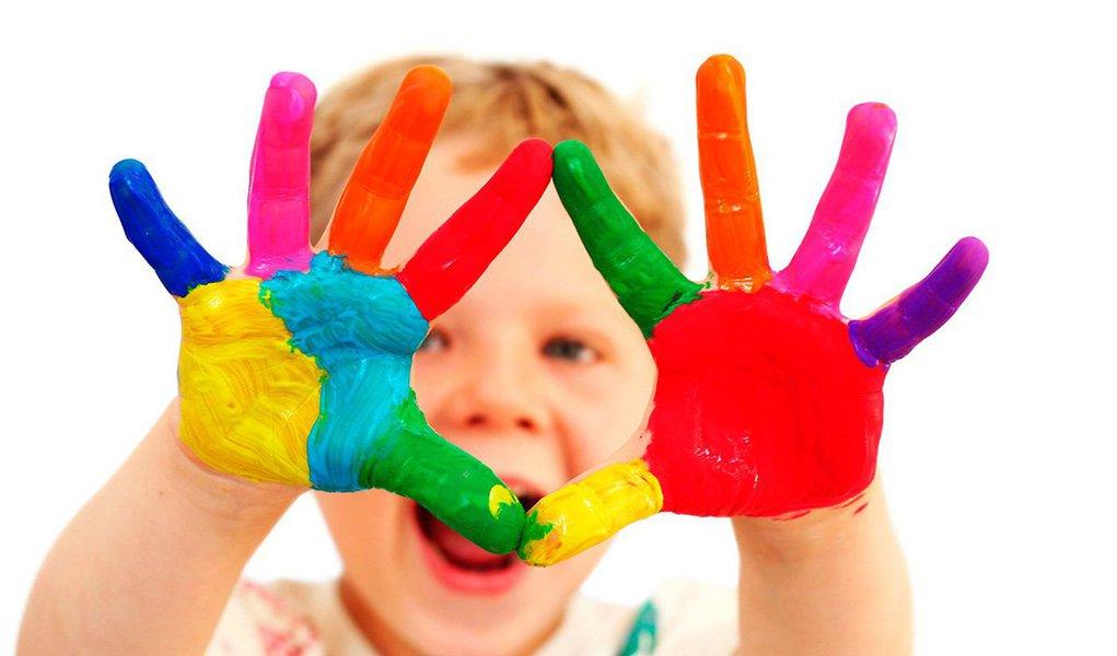 As cores são associadas aos nossos sentimentos e estados de ânimo, aos rituais, às festas, às religiões, à arte e à saúde física e mental. Sabe-se também que as cores são energias, forças irradiantes que exercem influência sobre nós. As cores preferidas contam muito sobre nós, nossas aversões e emoções