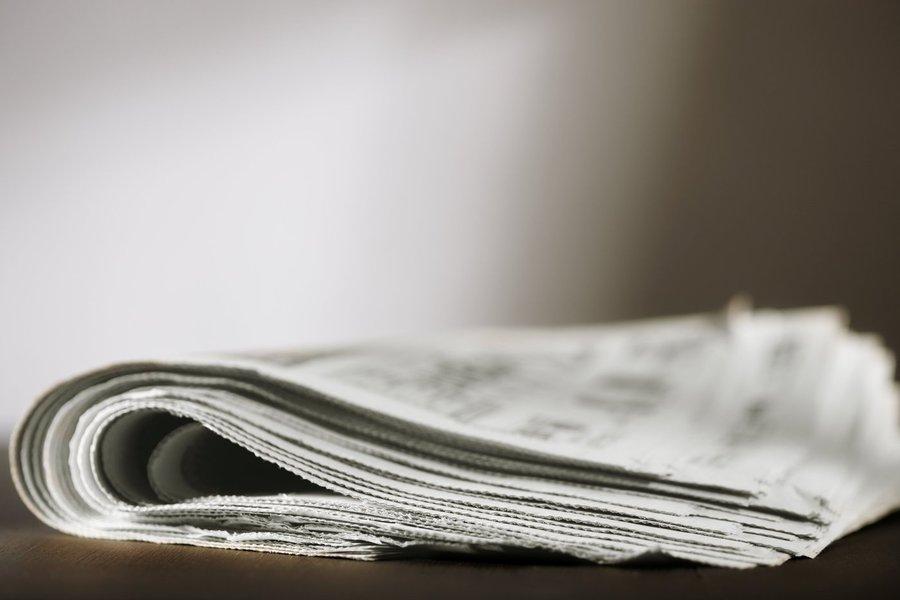 """Semana marcada por cortes drásticos na Folha e no Estado terminou com uma parceria entre o governo federal e o Facebook para levar internet gratuita a 200 mil pessoas na favela de Heliópolis, em São Paulo; """"A escalada de demissões de profissionais da imprensa nos últimos dias, Folha 50 jornalistas, Estadão 100, Jornal Nacional despencando sua audiência, mostra que o setor está arruinando numa velocidade inimaginável"""", diz o jornalista e escritor Laurez Cerqueira; """"A internet deu voz a todo mundo, criou verdadeiras praças, que são as redes sociais, tribunas eletrônicas com liberdade de expressão quase absoluta e a possibilidade de checar informações""""; """"Sobreviverá nessa selva eletrônica quem produzir informações confiáveis, um jornalismo honesto, e que tenha bons intérpretes da realidade"""""""