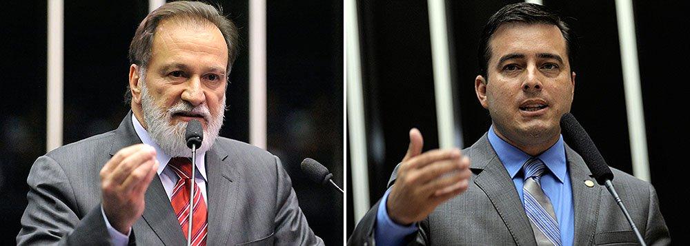 """É o que informa o colunista André Gonçalves, da Gazeta do Povo; o jornalista aponta os paranaenses Osmar Dias, vice-presidente de Agronegócio do Banco do Brasil, e o deputado João Arruda, sobrinho do senador Roberto Requião (PMDB), como nomes mais palpáveis para o ministério da presidenta Dilma; """"Nos bastidores de Brasília, Osmar Dias (PDT) é cotado para o Ministério da Agricultura, mas tem uma concorrente de peso, a senadora Kátia Abreu (PMDB-TO). Sobrinho do senador Roberto Requião, o deputado federal João Arruda (PMDB) corre por fora pelo Ministério do Turismo. E só"""", diz um trecho do texto do colunista"""