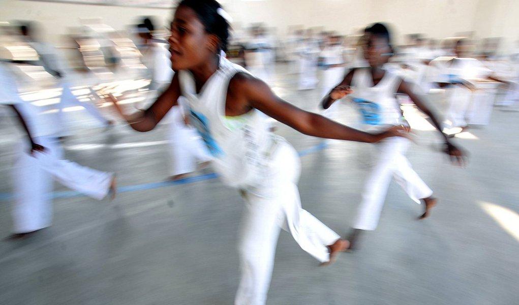 Dança, luta, símbolo de resistência e uma das manifestações culturais mais conhecidas no Brasil, a roda de capoeira recebeu nesta quarta-feira 26 o título de Patrimônio Cultural Imaterial da Humanidade da Organização das Nações Unidas para a Educação, a Ciência e a Cultura (Unesco); votação ocorreu em Paris, na França