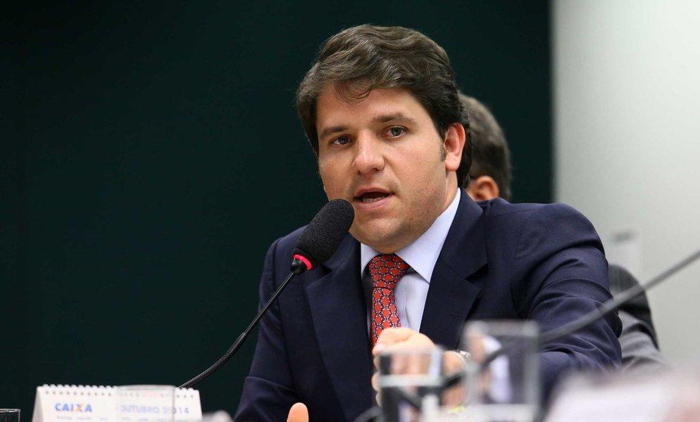 Investigado na Operação Lava Jato por envolvimento com o doleiro Alberto Toussef, o deputado baiano Luiz Argôlo (SD) deixa a Câmara em janeiro próximo e, consequentemente, perderá sua imunidade parlamentar porque não conseguiu se reeleger; quando acabar seu mandato, ele responderá a qualquer processo como cidadão comum