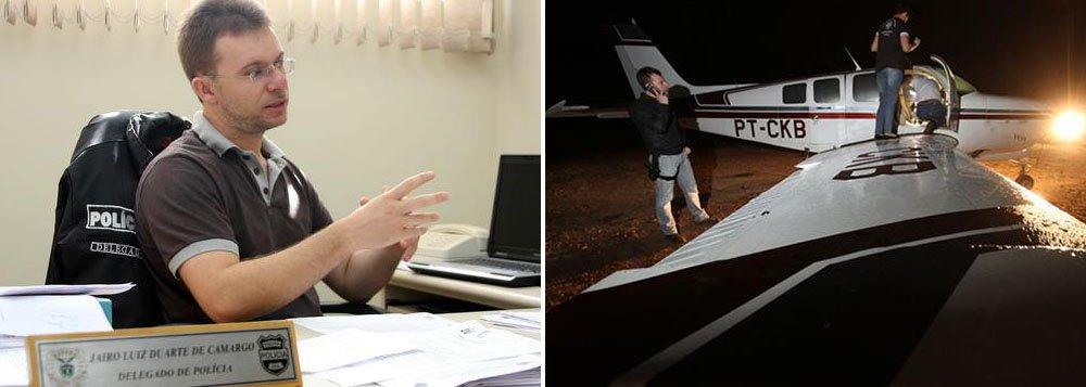 Aeronave fez um pouso forçado no antigo aeroporto de Piraí e o piloto fugiu, abandonado a droga – avaliada em R$ 13,5 milhões; segundo o delegado Jairo Duarte de Camargo, o monomotor prefixo PT-CKB modelo 36 S/NE-179 está registrado na Agência Nacional de Aviação Civil (Anac) no nome de uma empresa com sede em Toledo, Oeste do Paraná, e está com o certificado de aeronavegabilidade suspenso por conta do vencimento da inspeção anual de manutenção
