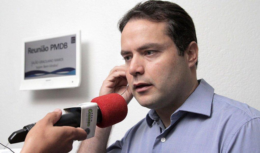 A expectativa para o anúncio de alguns nomes do secretariado do governador eleito Renan Filho (PMDB) para esta semana acabou sendo frustrada; ele precisou viajar para Brasília para participar de uma reunião com ministros; divulgação pode ocorrer no final de semana