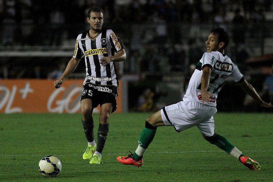 A torcida até compareceu em bom número, mas o Botafogo voltou a decepcionar e praticamente decretou a sua ida para a Segunda Divisão ao perder, em São Januário, para o Figueirense por 1 a 0 pela 35ª rodada do Campeonato Brasileiro.
