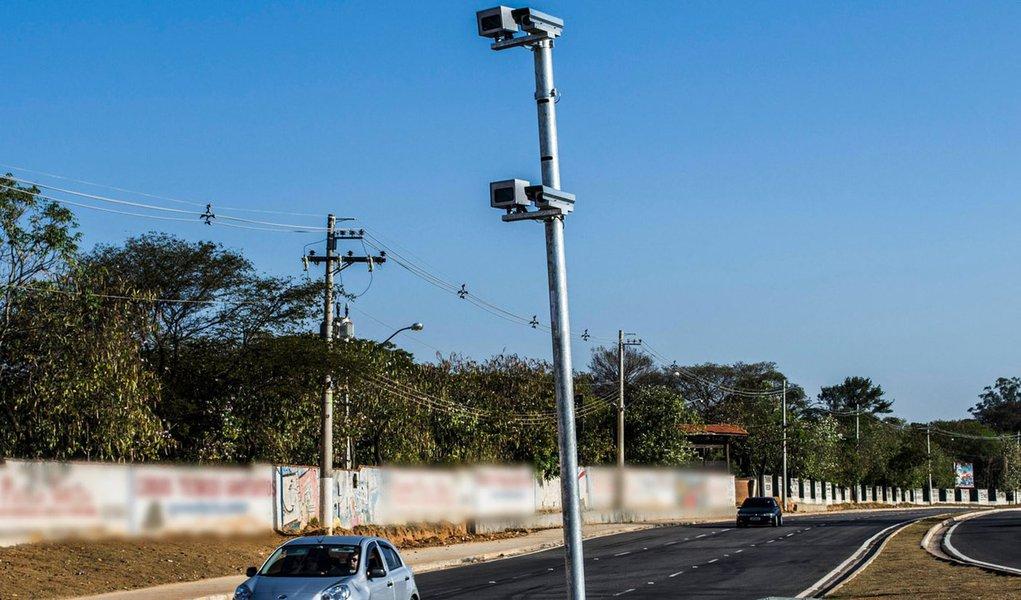 Atualmente 240 redutores de velocidade estão instalados em pontos críticos de acidentes nas rodovias sob jurisdição do órgão; com a conclusão da licitação, equipamentos de controle de velocidade entrarão em operação, representando um crescimento em torno de 63%, com o objetivo de proporcionar segurança nas estradas mineiras
