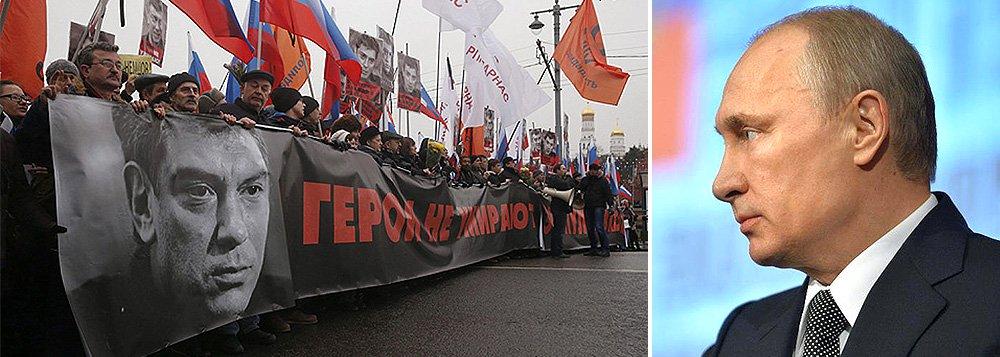 """O presidente russo, Vladimir Putin, disse nesta quarta-feira que o assassinato do crítico ao Kremlin Boris Nemtsov foi uma tragédia vergonhosa carregada por um pretexto político;""""A atenção mais séria deve ser levada aos crimes de alto perfil, incluindo os que possuem contextos políticos. A Rússia deve ficar isenta pelo menos do tipo de vergonha e tragédia que sofremos e vimos recentemente"""", disse; Nemtsov, ex-vice-premiê, foi morto a tiros nos arredores da Praça Vermelha"""