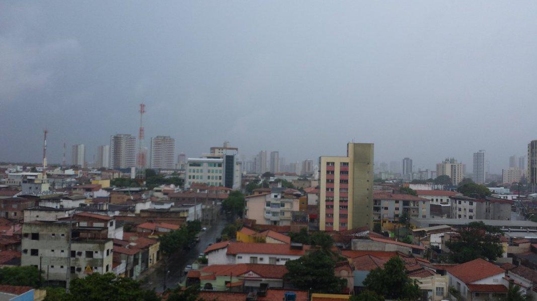 De acordo com a Funceme, entre as 7h de domingo e 7h desta segunda, a capital cearense registrou amaior chuva do Estado, com chuvas de 100.8 milímetros, registradas no Castelão